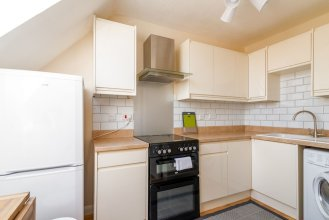 Beautiful 1 BR Home Near River Thames, Fits 4