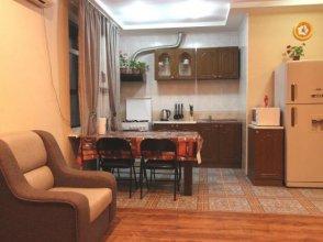 Nadezhda Apartment on Zheltoskan 158