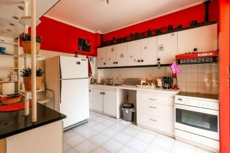 Bright And Spacious Flat, 5 Min From The Beach