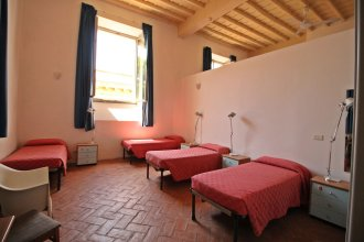 Хостел Orsa Maggiore (только для женщин)