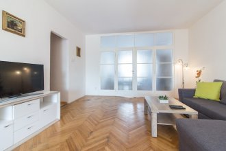 Large Apartment 1min Walk to Metro Andel by easyBNB