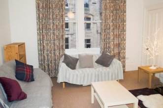 Spacious 3 Bedroom Flat in Marchmont