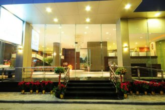 Boss Suites Nana Hotel