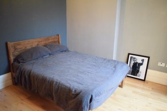 1 Bedroom Apartment With Patio in London