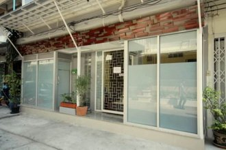 Nine Place BTS Ekamai – Hostel