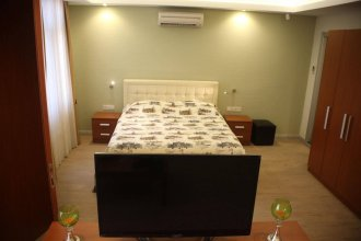 honey house apartment