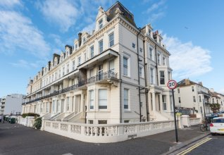 1 Bedroom Seafront Flat in Hove