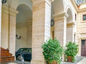 Majestic 1BR & 2BR Suites Next To the Colosseum at Piazza Venezia