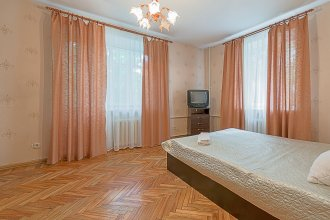 FlatHome24 on Yaroslavskiy 38
