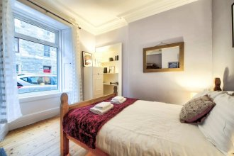 Lovely 2BDR Apartment in West End for 4 guests!