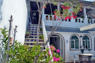 Alexandross Hostel BnB