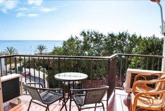 Beachfront Vacation Apartment in Fuengirola Ref 102