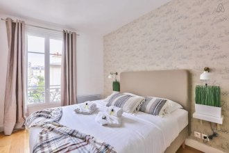 Family Apartment in Buttes Chaumont