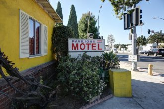 Pavilions Motel