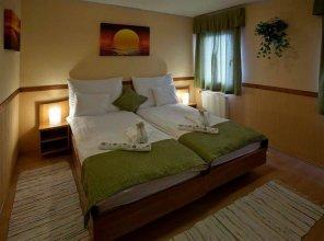 Amstel Hattyu Inn