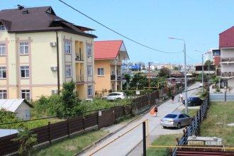 Apartment on Kamyshovaya 41, apt 11