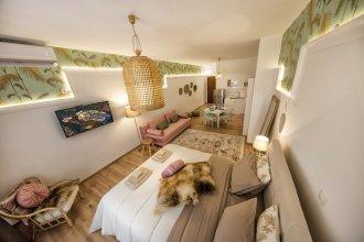 Exquisite apartment in Athens' center by VillaRentalsgr