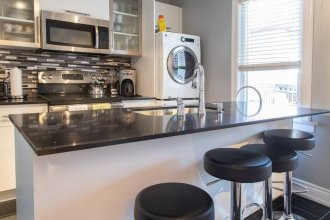 Charming Newly Renovated 2 Bedroom Apartment
