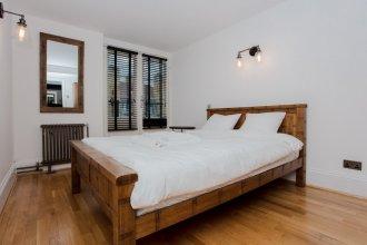 2 Bedroom Flat near Canary Wharf Sleeps 4