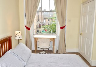 Charming Traditional 2 Bedroom Flat in Edinburgh New Town