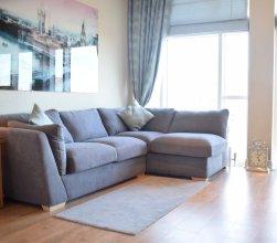 Newly Refurbished Thameside Apartment
