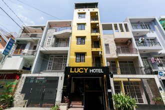 OYO 986 Lucy Hotel