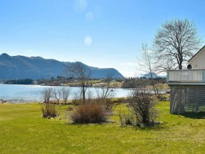 7 Person Holiday Home in Midsund