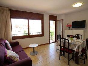 Cozy Apartment on the Sandy Nova Beach in Roses, Spain