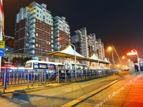 Zhanhong Apartment Hotel (Shanghai Disneyland Wanda Plaza)
