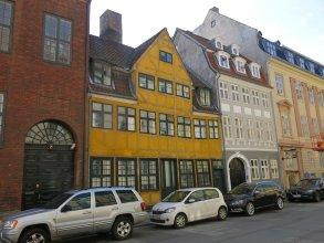 apartment historical building 1374-1