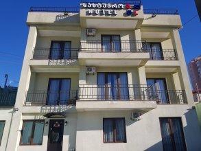 Gold Line Hotel