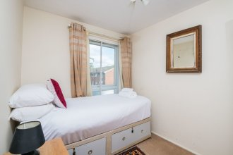 Comfortable Chiswick Home by Ravenscourt Park