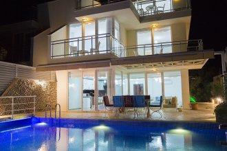 Villa Royal 1 by Akdenizvillam