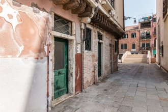 7 Windows on Venice