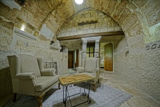 Naraca Cave House