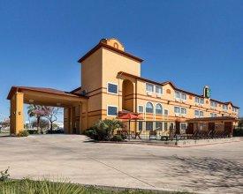 Embassy Suites by Hilton San Antonio Brooks Hotel & Spa, San