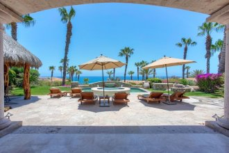 Villa Tranquila: 4 Bedroom Ocean View Villa Perfect for Relaxing at a Discounted Rate!