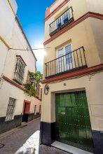 House in the Center of Seville. 4 BD & Terrace. Argote de Molina