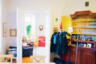 Beautiful, Artistic, Heirloom Apartment