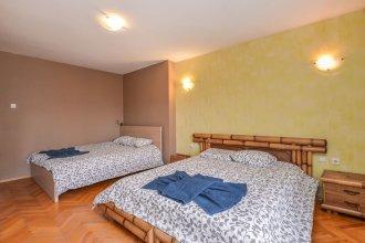FM Deluxe 2-BDR Apartment - Alexander Nevsky View