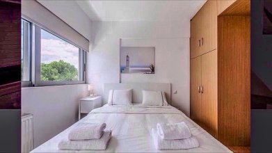 Modern & Lovely Athenian Riviera Apartment with FREE PARKING!
