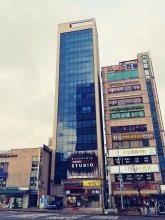 Roadhouse Shinchon - Hostel
