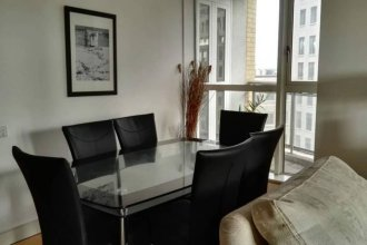 Modern 2 Bedroom Apartment With Balcony in Canary Wharf