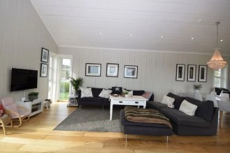 Solferie Holiday Home Bordalssvingen