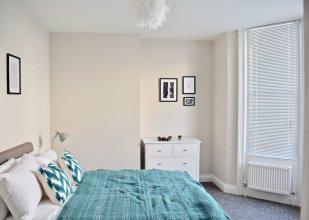 Modern 2 Bedroom Flat Near Brighton Station