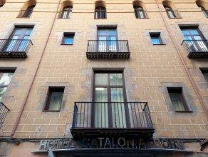 Отель Catalonia Born