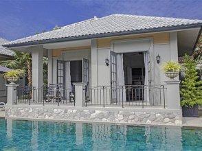 Downtown tropical 9-bedroom luxury pool villa
