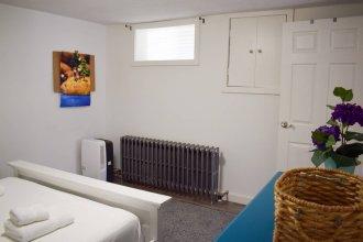Convenient 1 Bedroom Lower Level Suite