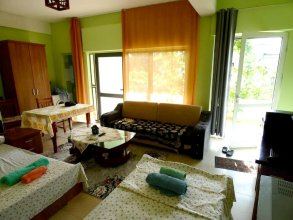 Studio in Kuçovë, With Wonderful Mountain View, Enclosed Garden and Wifi - 107 km From the Beach