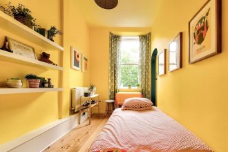 Bright and Airy Apartment in Canonmills
